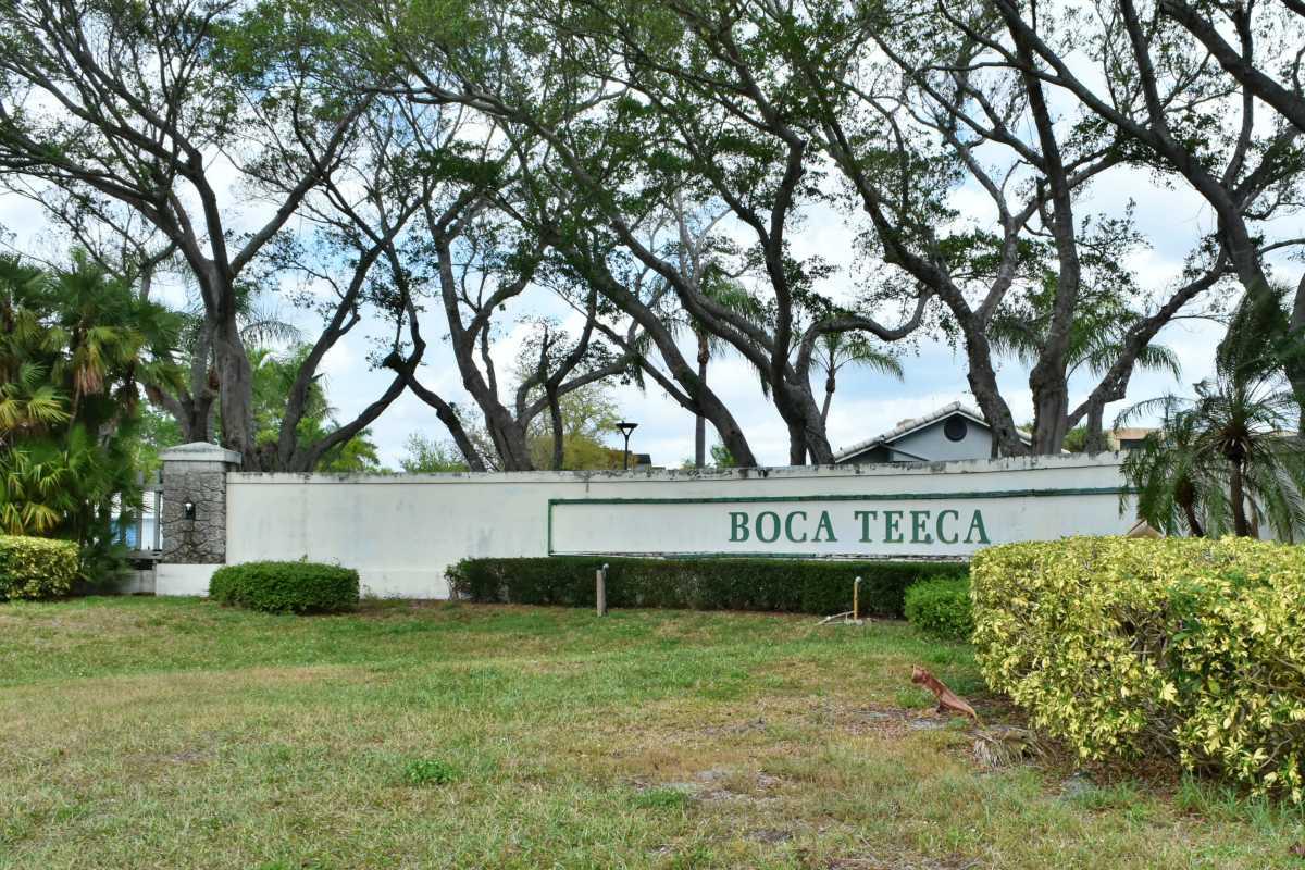 Boca Teeca Sign
